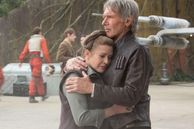 Star-Wars-7-Han-Solo-hugs-Leia-e1449681179195